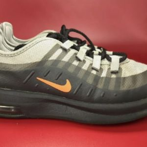 🔥 Nike Air Max Axis Youth 3Y.   • Gently used  •